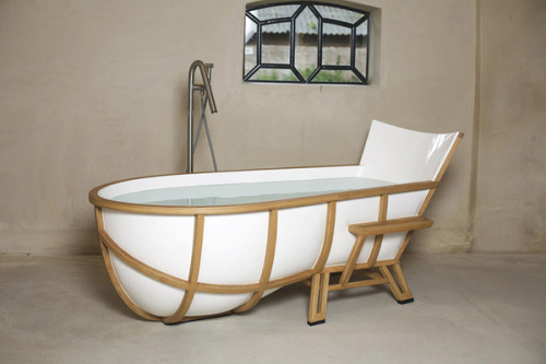thillythenny:  Studio Thol's Armchair-Inspired Bathtub   WANT.