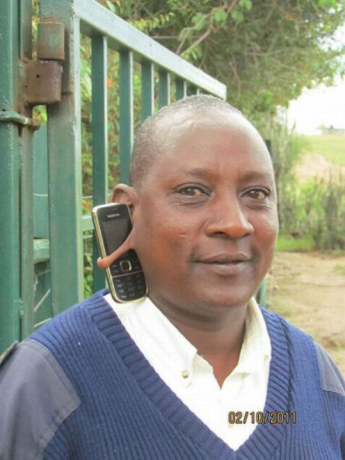 Cell Phone Hangs In Ear Lobe   Can you ear me now?