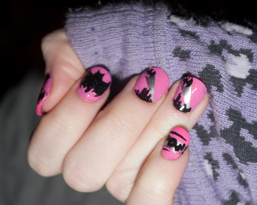 fashiontipsfromcomicstrips:  Manicure Monday: Batman nails, by B_Zedan One of the best Bat-manicures I've ever seen!