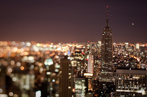 johnnybuiii:  City lights<3