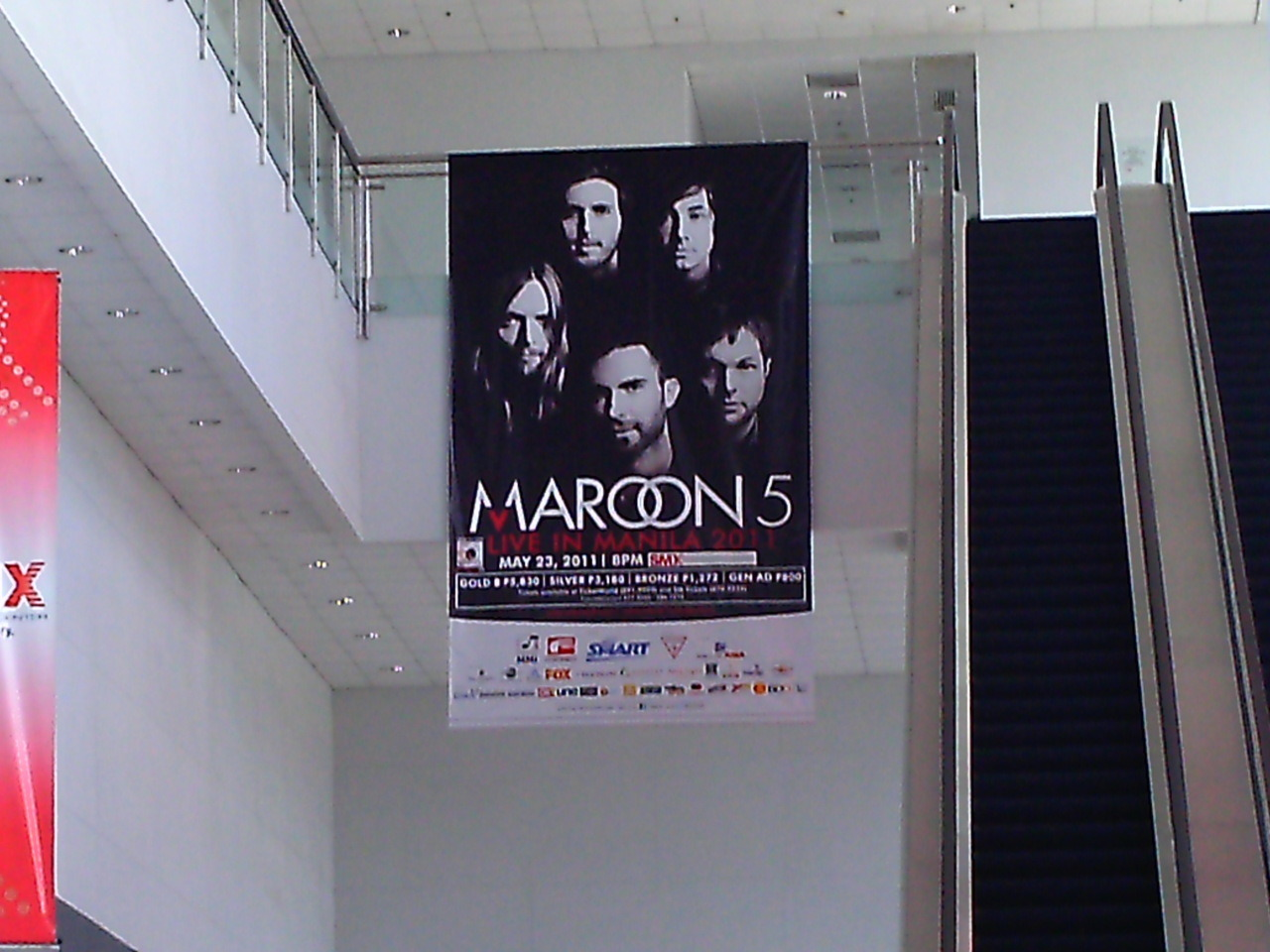 i remember staring at this concert poster when i was waiting in line my gosh i even remember fan girling over that huge poster my gosh haha xD