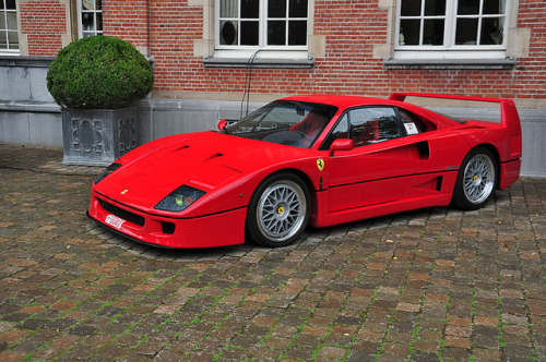 Red Ferrari F40 covered in rain drops. Photo by Joeri Segers.