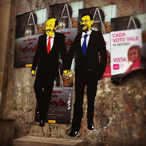 Rajoy y Rubalcaba van de la mano en #lavapies  (Taken with Instagram at Antigua Tabacalera)