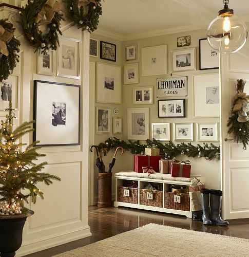 I totally worship this entryway, with or without christmas decor