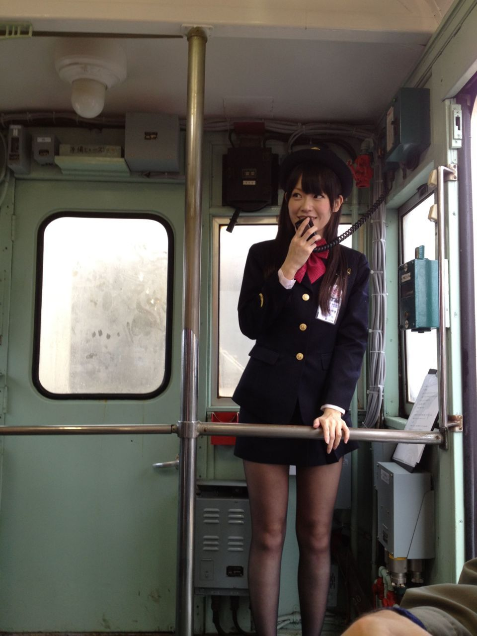 mnknst:  Ow.ly - image uploaded by @RyokoIhara ことでんの車掌さんやばい。