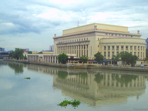 Manila Central Post Office Building Designed by Juan Arellano, the building was constructed in 1926 at the bank of Pasig River to efficiently receive and deliver mail thru the ferryboats. This is one of the structures that I admire in Manila for its Neoclassical glory. Most impressive outside, but inside…hmmm.