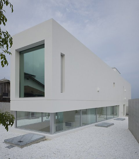 Garden and Sea by architect Takao Shiotsuka Subtle