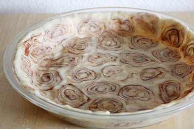 A cinnamon roll pie crust