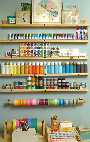 didisfinds:  Dream Craft Room (via Crafty Pursuits )  I want an area just like this!!!!!!