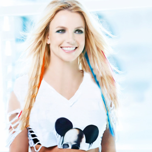 i LOVE her; she is my idol <3