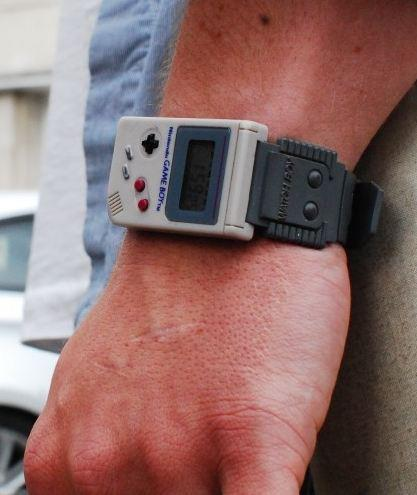 zambicandy:  killtheveganzombie:  awesome watch is awesome  wantttt