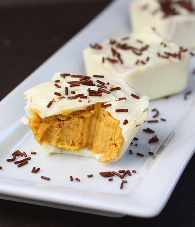 gastrogirl:  white chocolate pumpkin pie cups.