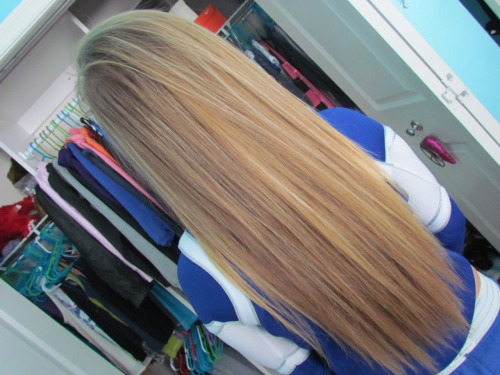 snuqqlinq:  i'd kill for her hair