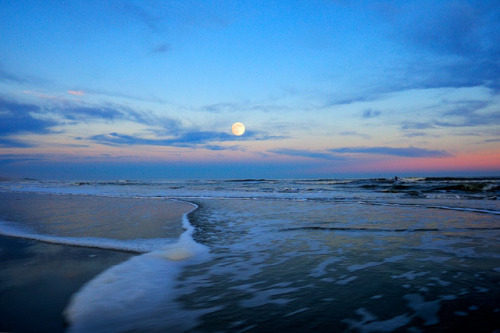 November Evening at Burkes Beach by Jim Crotty 7 on Flickr.November Moon @ Burke's Beach #hiltonhead