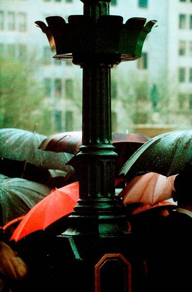 Saul Leiter, Parade, 1954 © Saul Leiter, collection Aforge Finance. Courtesy Howard Greenberg Gallery, New York link