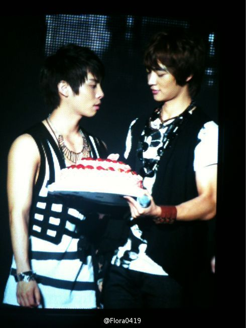 JongHo Credits: flora0419. Jjong, what were you staring at??? http://twitgoo.com/4zt5qe