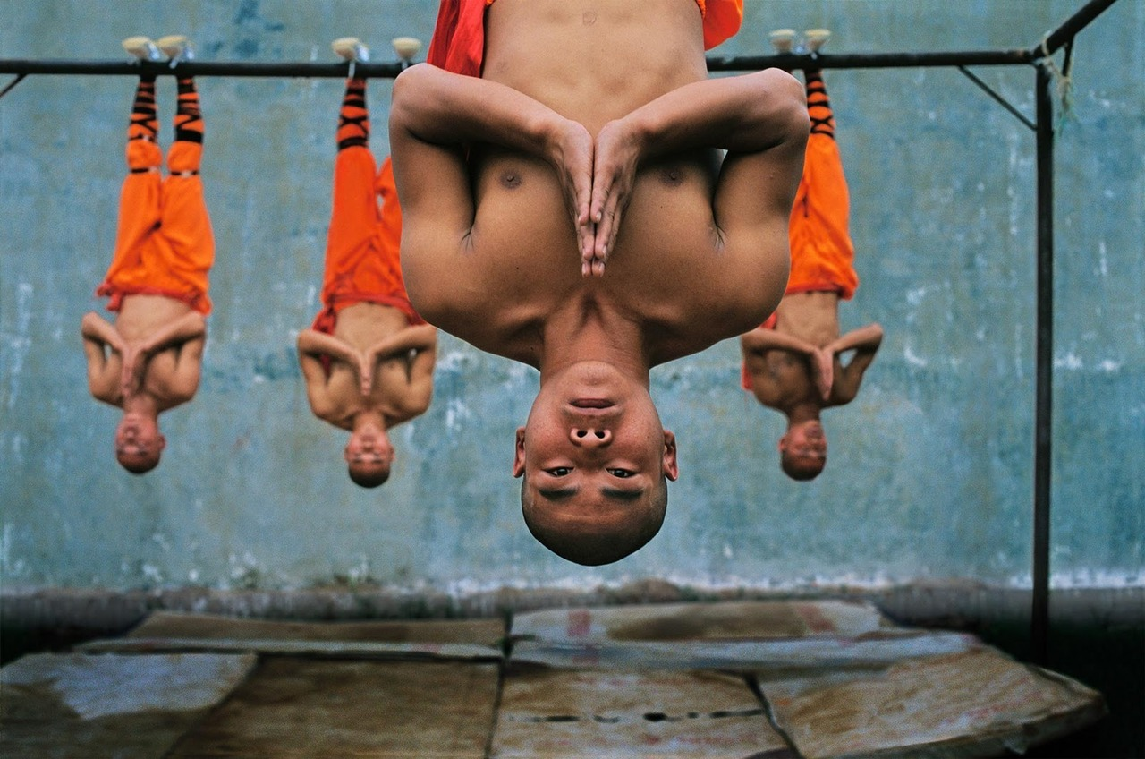 Shaolin monks training, Zhengzhou, China, 2006. [Credit : Steve McCurry]