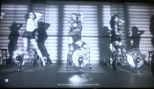 25/11 - Dance For You sur E! Tumblr_luyz4yYkGX1qhfc85o2_500