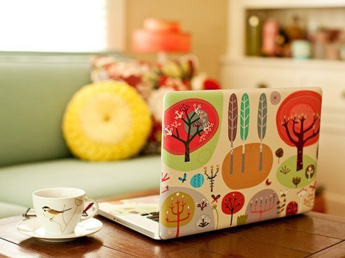 fuckyeahilovetea:  THIS !!!  Oh, this is adorable. I want the laptop cover and that teacup. Lovely!