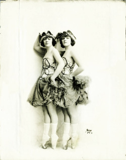 vintagegal:  The Cameron Sisters in the Ziegfeld Nine O'Clock review, 1920
