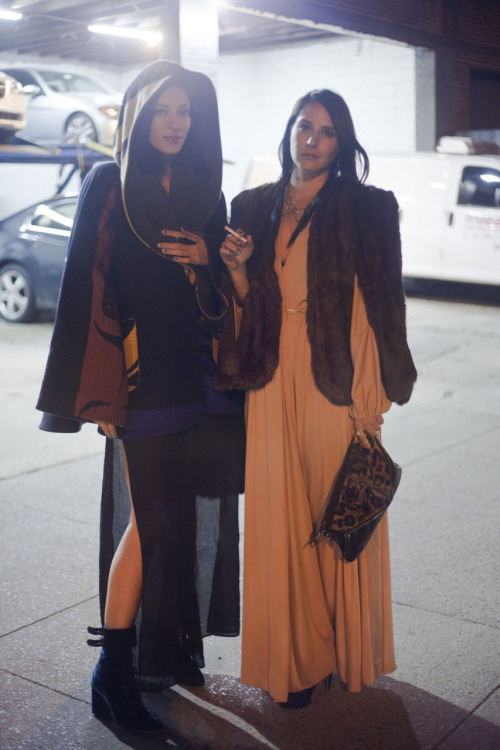 Yael and Pia leaving Indochine