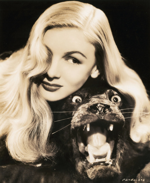 1942 Veronica Lake and a stuffed seal.  (via Vintage Gal)