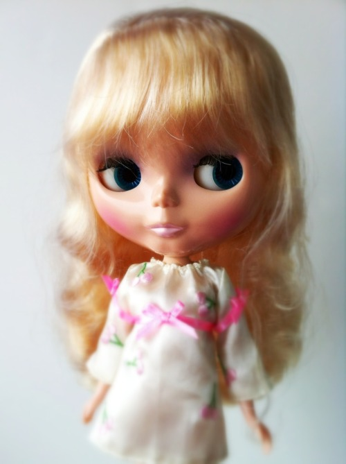 missblythe-dolls:  Blythe Silver Snow (SBL) Used but in good condition. No changes and no scratches or stains. (Ref A15)  €125 $195