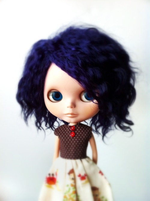 missblythe-dolls:  Blythe Custom Fruit Punch by G♥Baby (EBL) She's a perfect custom Fruit Punch with a super-silky blue mohair reroot (plug-by-plug). Makeup is all new and with matte finish (except for her lips that are glossy). Original eyelashes and pink and blue eyechips (the other two colors are new). She has a Licca body.  €345 $520