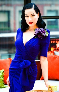 (via style / dita, she's so perfect it hurts….)