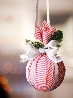 (via DIY Christmas Decorations - Christmas Decoration Ideas - Good Housekeeping)