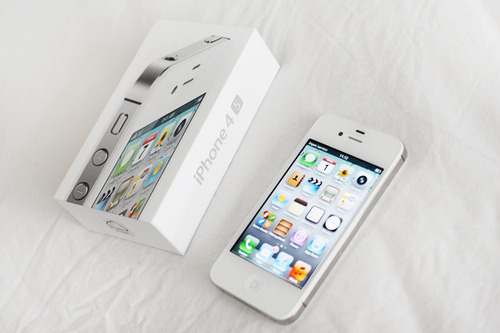 pinkxcookie:  why are white iphones so pretty