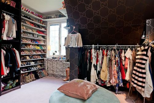 I NEED THIS CLOSET IN MY LIFE NOOOOWWWWWWW.