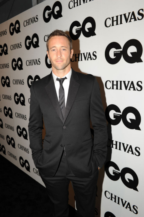 samioloughlin:  GUAPO!!!!!!! pic alex o'loughlin nov 2011 GQ awards webmiss krystel
