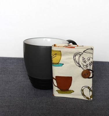 What an awesome gift idea- a little tea wallet that can be filled with individual bags of tea so you can give people a little tea sampler! Learn how to sew one of these here!