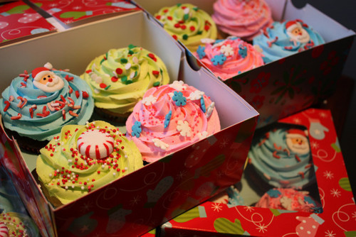 I am going to make Christmas cupcakes this year!