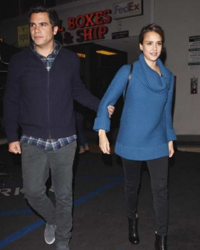 Jessica Alba wore a Kate Spade New York chunky sweater while out and about in Los Angeles.