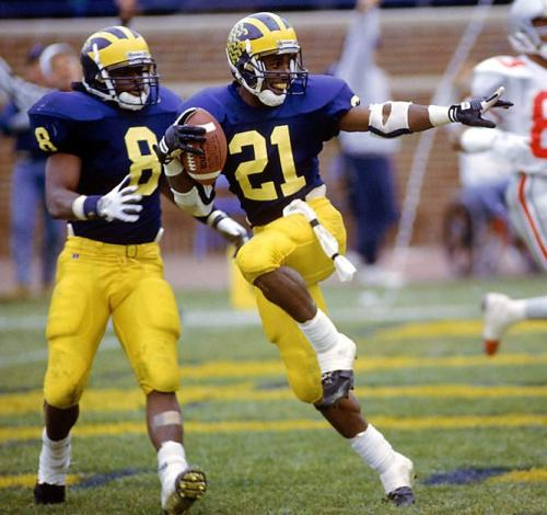 My favorite athlete ever :) Desmond Howard, one of the classiest people you'll ever meet. HELLO HEISMAN