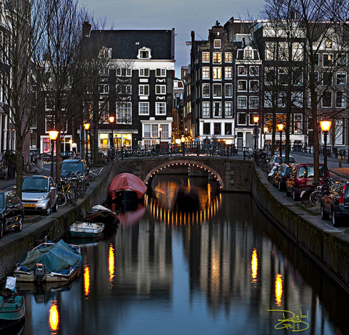 magicalnaturetour:  Amsterdam Canal by DiGitALGoLD on Flickr. :)