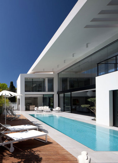 Contemporary Bauhaus (via freshome)