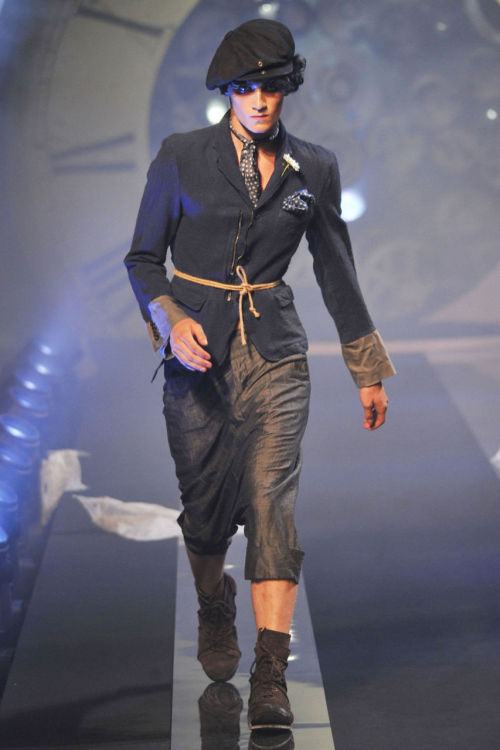 gallianoguys:  John Galliano S/S 2011  I do quite like this.