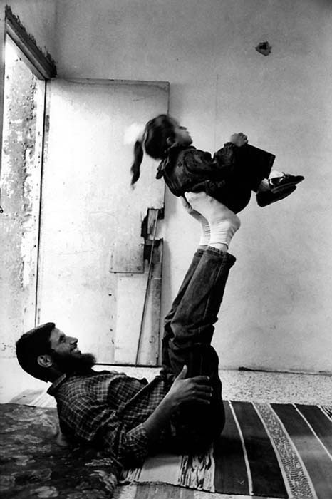 itslaban:   One of 400 Expelled Palestinians with his daughter after His Return Home, Deir El-Balah Camp, Gaza, Palestine, 1995.   <3  This makes my heart smile.