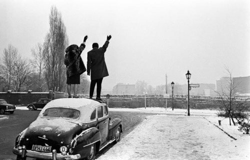 sunrec:      Berlin Wall. Christmas 1962.