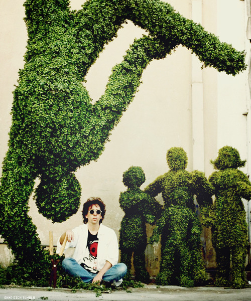 Tim Burton on the set o Edward Scissorhands