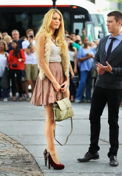 krtina:  Blake Lively | On the Set of Gossip Girl