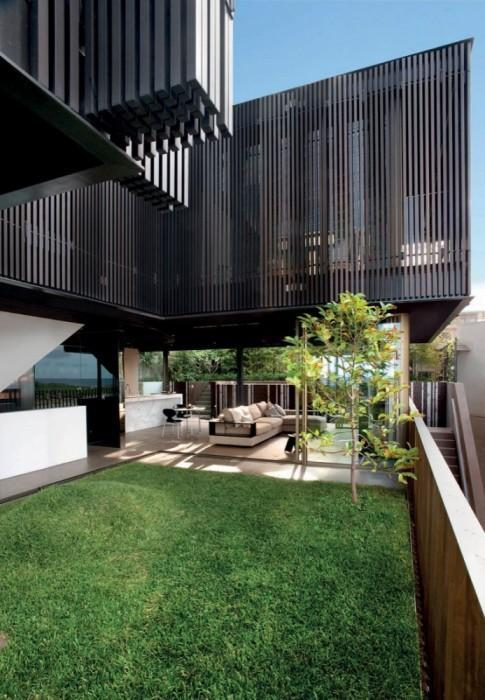 Chenchow Little Architects, Australia, designed a spectacular modern home in Sydney.