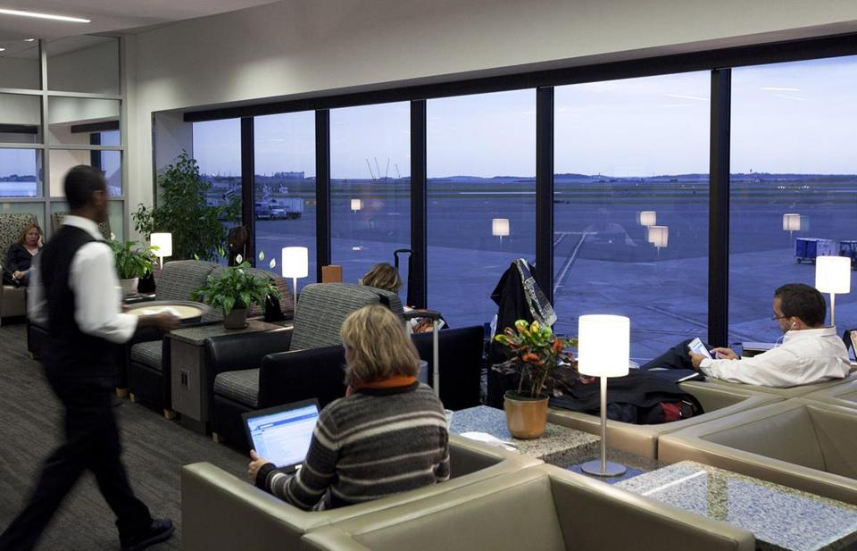 At new lounges, fliers wait in style - As airlines seek ways to generate revenue, many of them are remodeling their lounges to appeal to passengers who pay top dollar for tickets.