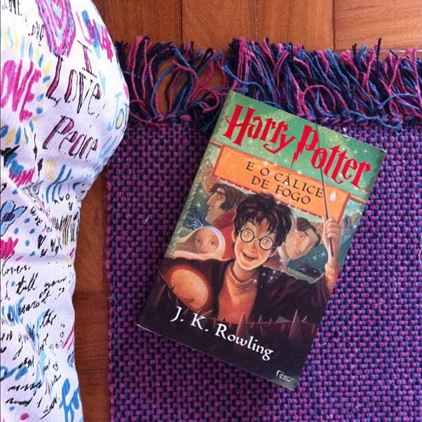 #hp #harrypotter #pink #carpet #purple #floor #red #green #book  (Taken with instagram)