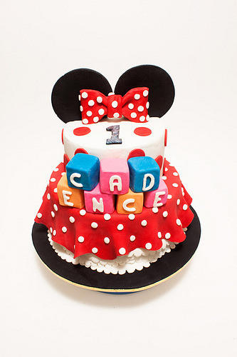 Minnie Mouse Cake and Cupcakes (by Flaming Pot)