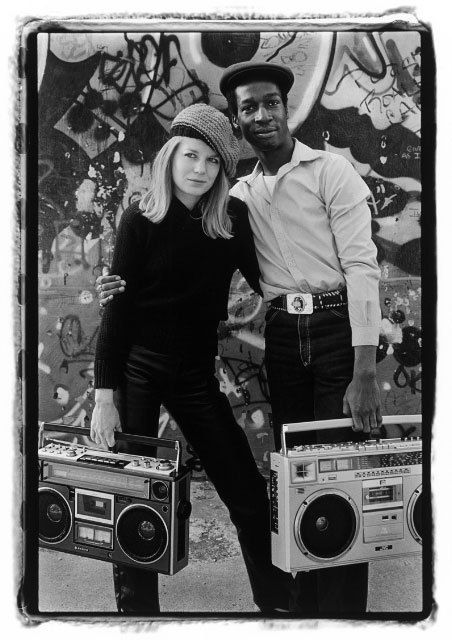 theredradio:  Tina Weymouth and Grandmaster Flash shot by photographer Laura Levine.  New York City.  1981.   She's sooo pretty..