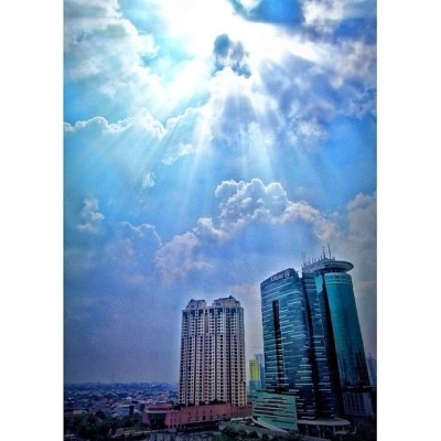 sun.beam #sky #cloudporn #city #jakarta #iphonesia #iphoneography #instagood #jj #instagram #instagramers #ig (Taken with instagram)